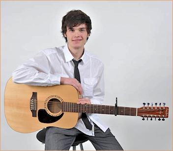 Andrey Peychev Aurora Guitar Teacher